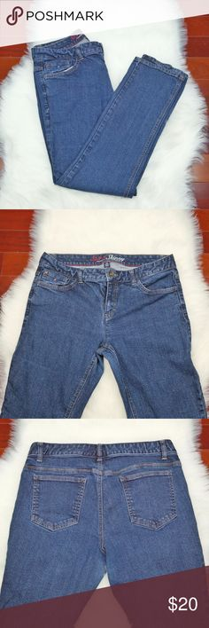 """Tommy Hilfiger Spirit Skinny Jeans Size 12S Tommy Hilfiger Denim Blue Jeans  Gently Used with No Flaws   SIZE: 12S  Inseam: 34""""  Waist: 17"""" (Flat)  Leg length: 38""""  Leg bottom opening: 7""""  Reasonable offers always welcome Tommy Hilfiger Jeans Boot Cut"""