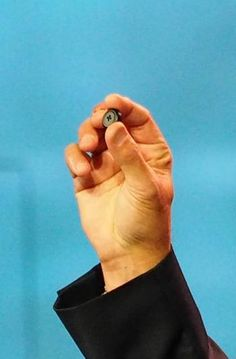 Intel expects new tiny computer Curie to drive a new wave of wearable products, ones that can, like a jacket button, seamlessly integrate with our current fashions.