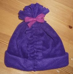 No sew fleece hat, you can also put the knots on the inside or add other colors to the top to make it  more boyish