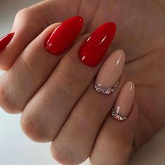15 Nail Art Designs for Winter That Aren't Tacky — Anna Elizabeth The best classic manicures with stylish, yet subtle nail art for Winter 2019 / 2020 Perfect Nails, Gorgeous Nails, Pretty Nails, Red Acrylic Nails, Red Nail Art, Red Gel Nails, Red Nail Designs, Acrylic Nail Designs, Heart Nail Designs