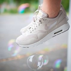 Nike wmns Air Max 1 Ultra Essential ?String Gold Iron Metallic? - Out Now!  http://www.3komma43.com/blog/2015/7/5/nike-wmns-air-max-1-ultra-essential-string-gold-iron-metallic-out-now