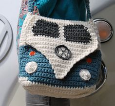 Cool Campervan Shoulderbag, paid pattern via Ravelry