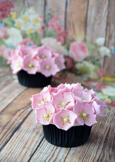 Hydrangea cupcakes - link for tutorial on how to make sugar hydrangeas!