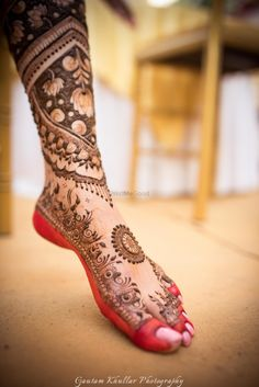 Lovely mehendi design with lotus motifs and red aalta for the feet of the bride-to-be | WedMeGood| #wedmegood #indianweddings #mehendidesigns #mehendi #feetmehendi #uniquedesign