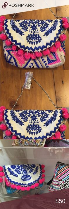 NWT Pom Pom clutch New with tags pom Pom clutch from my boutique Bags Clutches… Diy Clutch, Clutch Bag, Tote Bags, Pom Pom Clutch, Diy Accessoires, Craft Bags, Boho Diy, Summer Bags, My Boutique