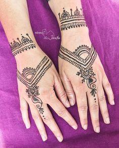 Gorgeous Henna design by Jorietha on the hand. best henna design inspiration. Mehndi ideas. Dark skin henna. beautiful Henna hands Mehndi Arm Professional Henna Artist in Pretoria, South Africa, beautiful modern intricate henna design on arm. Bridal henna, birthday henna, matric farewell, fashion ideas. Natural henna paste. Floral henna. Henna vines. Mehndi body. Henna tattoo inspiration. Girly henna. Cool Henna Designs, Mehndi Designs, Tattoo Inspiration, Design Inspiration, Henna Hands, Hand Mehndi, Natural Henna, Pretoria, Bridal Henna