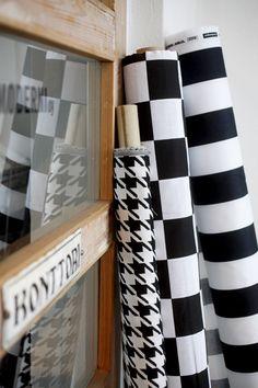 Sunbrella pied de poule, Formula ja Stripe design Eero Aarnio/Eurokangas