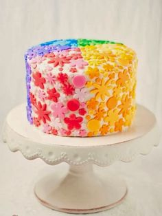 A rainbow cake is fun to look at and eat and a lot easier to make than you might think. Here's a step-by-step guide for how to make a rainbow birthday cake. Pretty Cakes, Cute Cakes, Beautiful Cakes, Amazing Cakes, Pyjamas Party, Rainbow Food, Rainbow Heart, Rainbow Cakes, Rainbow Flowers