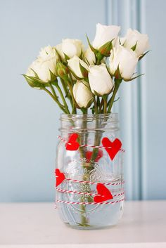 Sweetheart vase tutorial: An easy way to turn a mason jar into a pretty Valentine's Day decoration.