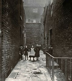 Duntons Court Angel St cellar dwellings 1900 Vintage Photographs, Vintage Photos, Salford, Uk Photos, Old London, History Facts, Cellar, Old Pictures, Dublin