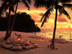 Ohhhhman.  Candles and pillows on a beach.  The only thing better would be a bonfire. <3
