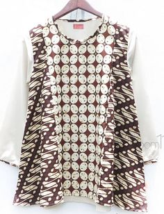 Blouse Batik, Batik Dress, Caftan Dress, I Dress, Batik Fashion, Hijab Fashion, Girl Fashion, Womens Fashion, Fashion Design