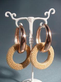 Rosegolden hoop earrings with camel Stingray. Rosegouden creolen met camel Roggenleer ringen.