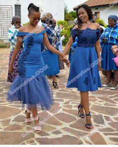 Traditional African Shweshwe Dresses Styles For Women. Shweshwe attires are a cotton indigo Fab South African Dresses, African Bridesmaid Dresses, African Wedding Dress, African Attire, African Fashion Dresses, African Wear, African Clothes, Setswana Traditional Dresses, South African Traditional Dresses