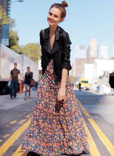 Maxi jupon fleuri + perfecto en cuir = le bon mix