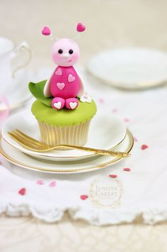 Tempt your sweetheart this Valentine's Day with the help of our fondant love bug cupcake tutorial!