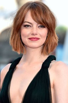 Emma stone hot bikini stills and pictures in Hollywood hot actress gallery. Emma Stone is an American actress. One of the world's highest-paid actresses. Haircuts For Round Face Shape, Hairstyles For Round Faces, Bob Hairstyles, Hair For Round Face Shape, Square Face Haircuts, Bob Haircut Round Face, Haircut For Chubby Face, Hair For Round Faces, Round Face Bob