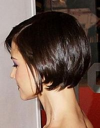 Katie Holmes' short bob. My goal for growing out my pixie to one length!!