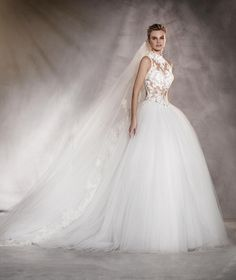 ALMERIA - Wedding dress in tulle, and a sweetheart neckline under the high…
