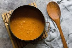 Curry lentil soup is an easy vegan soup that you can make with just a few ingredients. This healthy soup is so creamy thanks to coconut milk and tender red lentils. Easy Vegan Soup, Easy Soup Recipes, Healthy Soup, Spicy Recipes, Vegan Recipes, Curried Lentil Soup, Vegan Lentil Soup, Lentil Curry, How To Make Lentils