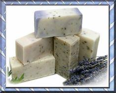 Aprende aquí a preparar un magnífico jabón natural en casa reciclando aceite usado de cocina. ¡Es una opción genial! Mira...