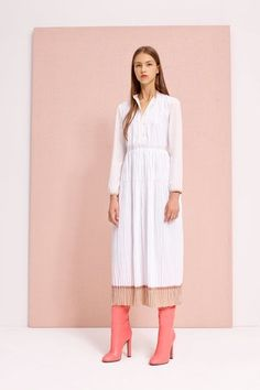 See the complete Agnona Resort 2017 collection.