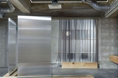 is a minimalist office space located in Tokyo, Japan, designed by Domino Architects. Hotel Interiors, Office Interiors, Whiteboard, Interior Exterior, Interior Design, Modern Interior, Visual Merchandising, Portable Partitions, Polycarbonate Panels