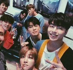 Jinani looks so tiny oh my goodness Ikon Kpop, Ikon Junhoe, Kim Jinhwan, Yg Entertainment, Warner Music, Jay Song, Ikon Debut, Ikon Wallpaper, Bands