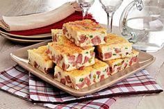 Aprenda esta receita de Torta de calabresa e queijo com massa de arroz, que fica uma delícia e é muito prática e rápida de fazer!