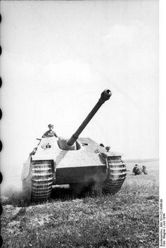German Jagdpanther tank destroyer in France, Jun 1944, ====================== Немецкий истребитель танков Jagdpanther во Франции, июнь 1944