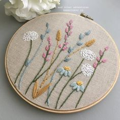 Hand Embroidery Projects, Floral Embroidery Patterns, Embroidery Flowers Pattern, Cute Embroidery, Hand Embroidery Designs, Crewel Embroidery, Vintage Embroidery, Modern Embroidery, Embroidery Online