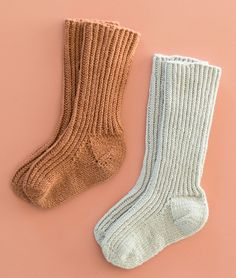 Knitting For Kids, Baby Knitting Patterns, Knitting Projects, Knitting Socks, Kids Socks, Baby Socks, Homemade Baby Clothes, Baby Barn, Wrist Warmers
