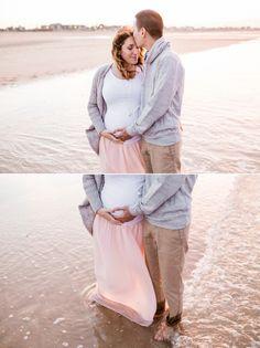 séance photo maternité plage normandie calvados photographe lifestyle grossesse enceinte ventre rond shooting