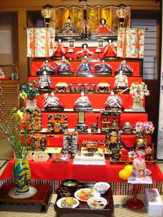 Hina Matsuri/Girls Day is celebrated every year on March throughout Japan. Typically if a girl child is born, parents prepare the hina dolls for them. These dolls are considered to drive away bad spirits and bring health and happiness to the girl child. Hina Dolls, Kokeshi Dolls, Japanese Culture, Japanese Art, Japanese Doll, Matsuri Festival, Hina Matsuri, Japanese Colors, Samurai