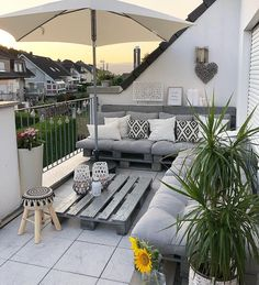 Proof that you don& have to buy an expensive seating group for a beautiful balcony decor, it& a gorgeous balcony design. Small Outdoor Patios, Outdoor Balcony, Balcony Garden, Backyard Patio, Outdoor Spaces, Outdoor Living, Outdoor Decor, Roof Balcony, Ikea Outdoor