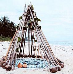 tipi styling perfect for a beach wedding or boho inspired wedding! Image via The Beach People Beach Bum, Summer Beach, Summer Vibes, Foto Nature, The Beach People, Am Meer, Island Life, Tahiti, Strand