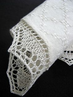 Huck lace hankerchiefs with knitted lace border. Can I adjust this to 4 shafts?