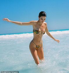Mens Fashion Tips Good memories: Kendall Jenner reminisced about vacationing in the Bahamas while sharng a .Mens Fashion Tips Good memories: Kendall Jenner reminisced about vacationing in the Bahamas while sharng a . Kendall Jenner Swimsuit, Kendall Jenner Style, Kendall And Kylie, Kylie Jenner Beach, Zaful Bikinis, Swimwear Brands, Try On, Surfing, Swimsuits