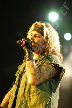 A Vince Neil photo I took in Madison WI on the Motley Crue COS Tour 2005.  #VinceNeil #MotleyCrue #NoFilterNeeded