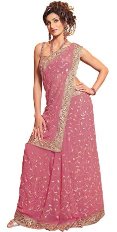 Indian Saree Drapping: Different Ways to Drape a Saree Saree Wearing Styles, Saree Styles, Drape Sarees, Silk Sarees, Chiffon Pants, Green Cocktail Dress, Bollywood Fashion, Indian Sarees, Fashion Company