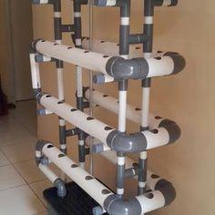 Kit Hidroponik untuk sistem NFT DFT 40 Lubang Full Set    Pipa menggunakan ukuran 2 5   dan ujung dipasang vshock dengan tujuan apabila pompa air mati  mati lampu atau dll  air masih genang didalam pipa  jadi suplai air ketanaman tetap ada sehingga tidak akan kekeringan     Kit ini terdiri dari     1 Set Pipa dan rangka  Tidak termasuk atap     Pompa air    40 Netpot    80 Rockwool    80 Flanel    Nutrisi AB Mix untuk 150 Liter air    6 macam benih   Kit ini dijual tanpa Bak karena untuk…