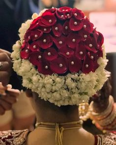 Gajra Hairstyles For Your Wedding: What Is Your Favorite Élan? Bridal Hairstyle Indian Wedding, Bengali Bridal Makeup, Bridal Hair Buns, Bridal Hairdo, Indian Wedding Hairstyles, Elegant Wedding Hair, Bridal Hair And Makeup, Bridal Hairstyles With Braids, Plaits Hairstyles