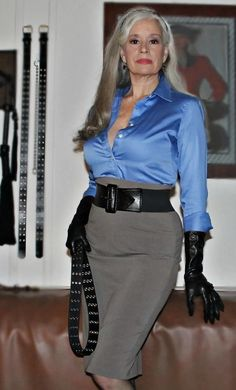 Sexy Older Women, Old Women, Sexy Women, Belle Silhouette, Sexy Blouse, Satin Blouses, Mistress, Strong Women, Sexy Outfits