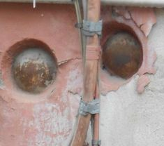 Palle di cannone nei muri di Genova