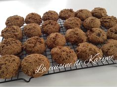 Labriski : Mognon d'ourson Portions : 23 galettes Coût approximatif : 0,25 $ / galette Source : Madame Labriski, ces galettes d... Oatmeal Energy Balls Recipe, Biscuits, Biscuit Cookies, Cookie Bars, Granola, Healthy Snacks, Muffins, Favorite Recipes, Sweets