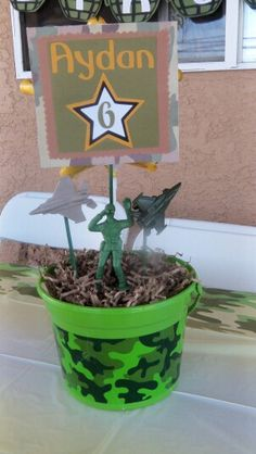Call of Duty decor Army Themed Birthday, Army Birthday Parties, Army's Birthday, Birthday Party Themes, Army Party Decorations, Military Decorations, Birthday Party Centerpieces, Camouflage Party, Camo Party