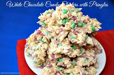 White Chocolate Candy Clusters with Pringles are a Perfect Sweet & Salty treat! Cracker Toffee Bars Recipe, Graham Cracker Toffee, Graham Crackers, Peanut Brittle Recipe, Brittle Recipes, Christmas Candy, Christmas Recipes, Christmas Cookies, Holiday Recipes
