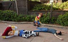 TDRsns 【ディズニー】 @TDRsns  2015年7月16日 以前アメリカのパークでは「アンディが来た」とゲストが叫んだ時に写真のように動きが止まりましたが、現在は、安全上の理由から中止されました。