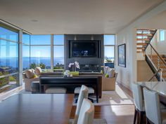 This modern residence with panoramic city views was completed by March-MacDonald, Inc. #luxePNW