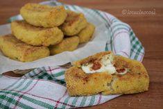 Le crocchette di cavolfiore e patate con cuore di scamorza sono delle polpette di verdure insaporite con formaggio e con un cuore filante.